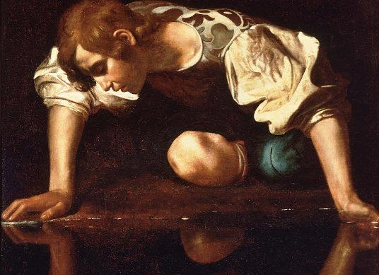 Narziss beugt sich über ein Spiegelbild seiner selbst im Wasser