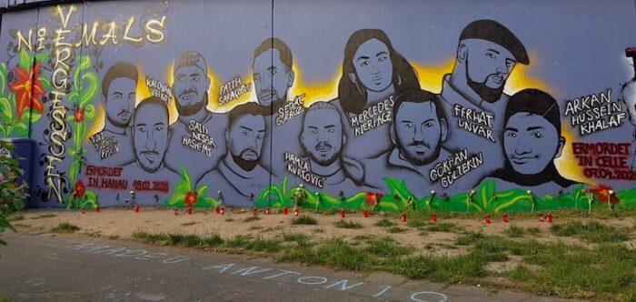 Wandmalerei mit den Opfern von Hanau