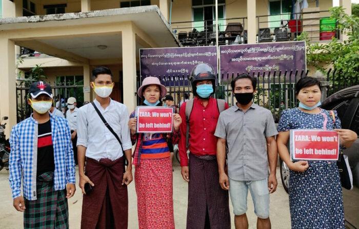 Textilarbeiter*innen protestieren gegen ihre Entlassung. Es traf vor allem Gewerkschaftsmitglieder