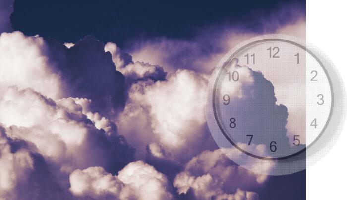 Wolken und Uhr