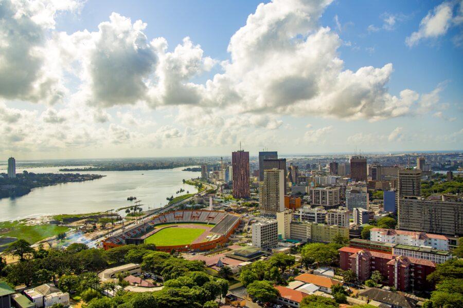 Abidjans Hochhäuser und die Küste