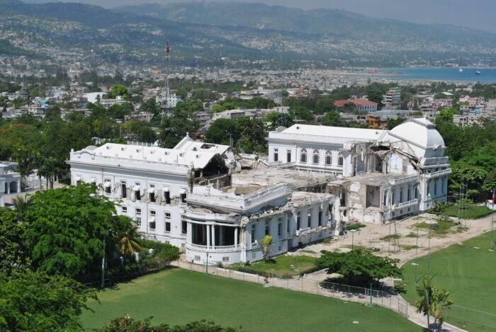 Ein in sich zusammengebrochener alter Palast